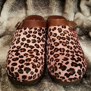 Hanna Andersson Pink Leapord Clogs